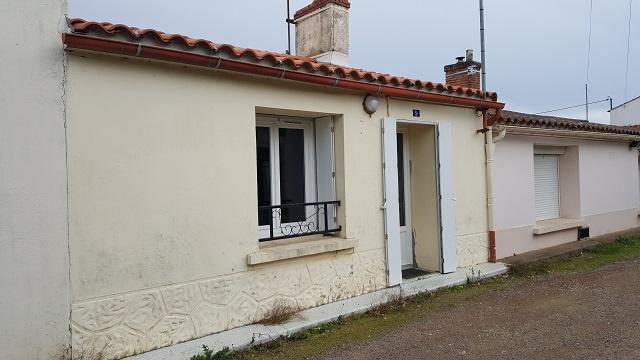 maison/villa angles En pierre avec dépendance et garage